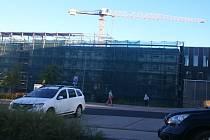 Stavba nového plicního oddělení v areálu karlovarské nemocnice.