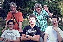 Kapela Image - zleva nahoře – Michal Jergl (baskytara), A.K.Hlušek (zpěv, texty), zleva dole – Jan Souček (bicí), Jan Laufek (kytara, hudba), Jan Temr (digitální piano).