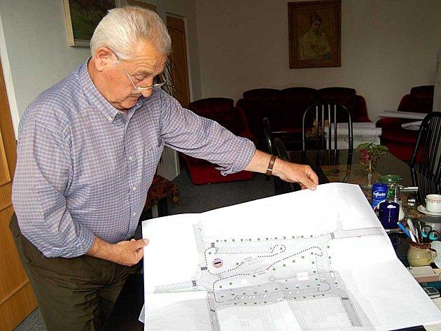 Toužimský starosta Vrána se zlobí. A není sám. Obce od 2 do 10 tisíc obyvatel přijdou po schválení novely o peníze.