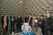 Na exkurzi v laboratoři pro měření akustiky.