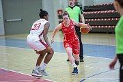 Utkání o třetí místo českého poháru v basketbalu žen, Final 4 v Karlových Varech, BS DSK Basketball Nymburk KV - BLK Slavia Praha (v červených dresech).