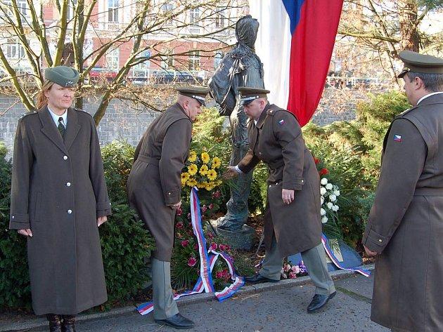 Kladení věnců u příležitosti Dne veteránů.