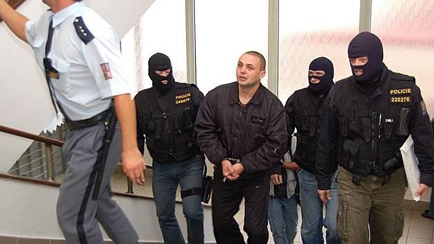 Členové gangu Zádamských včera opět stanuli u soudu kvůli pobytu ve vazbě.