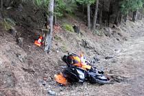 Motorka neustála srážku se stromem