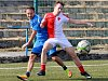 Cennou výhru 3:2 urvala karlovarská Lokomotiva (v modrém) v souboji s mladíky karlovarské Slavie.