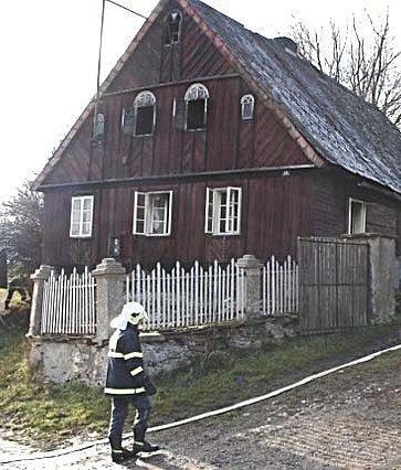 OHEŇ PLENIL. Chata v Brložci vyhořela. Ani po řadě měsíců se jí ovšem nepodařilo opravit.