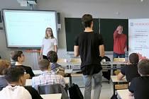 Střední průmyslová škola v Ostrově (SPŠ) je jediná v Karlovarském kraji, kde byl vyhlášen Motivační program Prokopa Diviše. A to pro studenty oboru elektrotechnika.