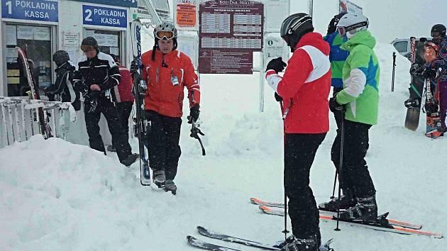 Horská střediska čeká o víkendu opět nápor lyžařů. Podmínky jsou výborné.