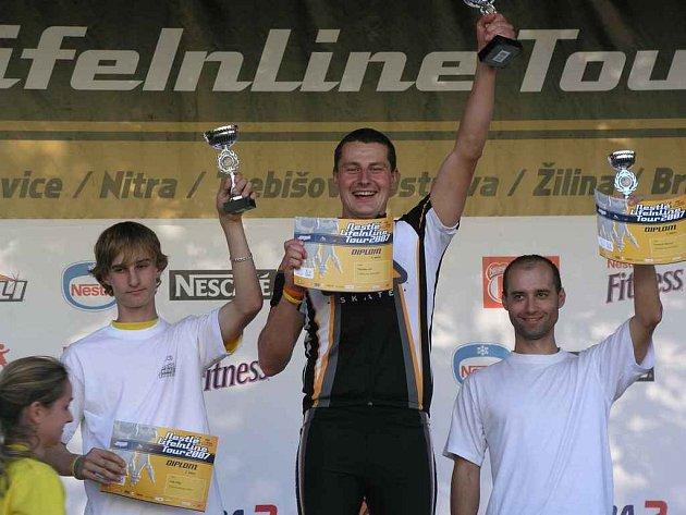 Na stupních vítězů doprovodili Jirku Matějku stříbrný Filip Adlt ze Žďáru nad Sázavou a bronzový Marcel Němček z Otrokovic.