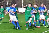Fotbalisté Ostrova dosáhli proti Nymburku (v zeleném) na důležitou výhru 3:2.