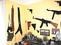 Zbraně a munici měl muž doma bez povolení.
