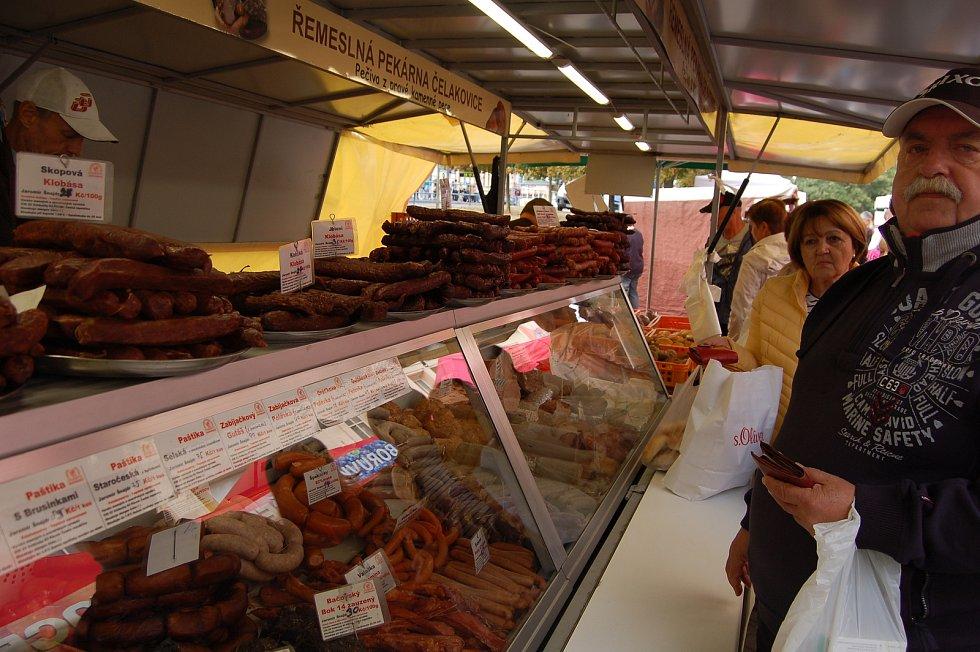 V Karlových Varech se v pátek konaly u Tržnice další Farmářské trhy.