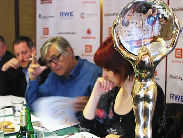 Festival je připravený, ceny čekají, ohlásil prezident MFF Jiří Bartoška.