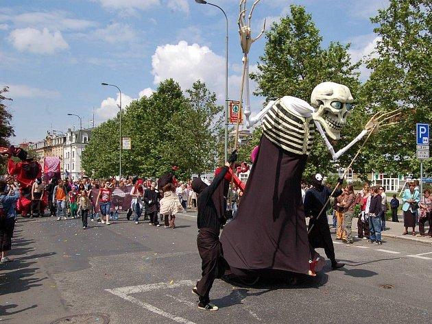 Centrem města opět projde karneval.
