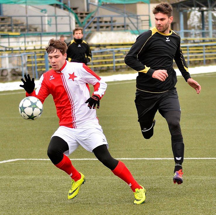 Krajské derby divizních týmů mezi Slavií Karlovy Vary a Mariánskými Lázněmi skončilo po nerozhodném výsledku 1:1 dělbou bodů.