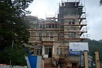Vilu, kterou postavil Julius Pupp, prodal v roce 2008 Karlovarský kraj za hejtmana Josefa Pavla za 36,5 milionů korun firmě Baustav. Ta ji nyní přestavuje na školicí středisko