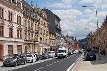 Ulice Karlovarská a Závodu míru budou po chystané rekostrukci vypadat jako ulice Sokolovská (na snímku).