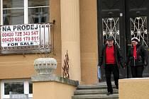 Zahraniční investoři se v lázních zbavují i hotelů, obchodů a luxusních apartmánů. Zájem o ně je ale minimální