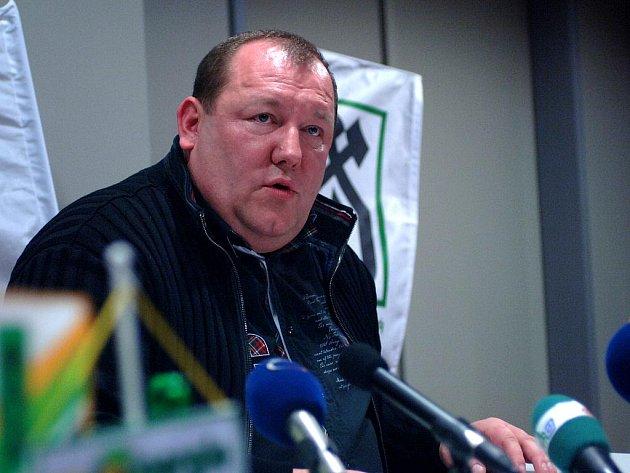 Karel Holoubek na tiskové konfereci