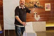 Do Evropského parlamentu se volilo také v Perninku v Krušných Horách. Své hlasy vhodili do urny Miloslav Vejražka a Lenka Čechová.