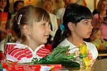 První školní den mají za sebou prvňáčci ze Základní školy Jana Amose Komenského v Karlových Varech. Do lavic zasedlo 59 žáků, kteří jsou rozděleni do tří tříd.