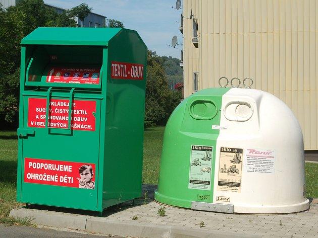 Boxy na oblečení pomáhají mnoha organizacím. Jednou z nich je třeba SOS Dětská vesnička v Doubí.