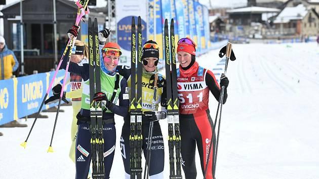 STŘÍBRO. Kateřina Smutná (vlevo) zařídila Bauer Ski Teamu první medailový cinkot v rámci Visma Ski Classics, když dojela v závodě žen  na skvělém druhém místě.