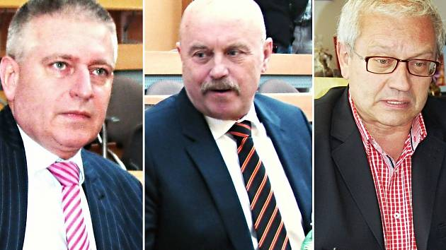 VZHŮRU DO VOLEB. O přízeň voličů budou na podzim usilovat současný hejtman Martin Havel a dva exhejtmani Josef Novotný a Josef Pavel (zleva).