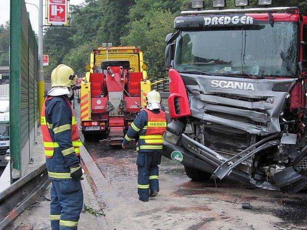 Dopravní nehoda na průtahu městem v pondělí 14. září