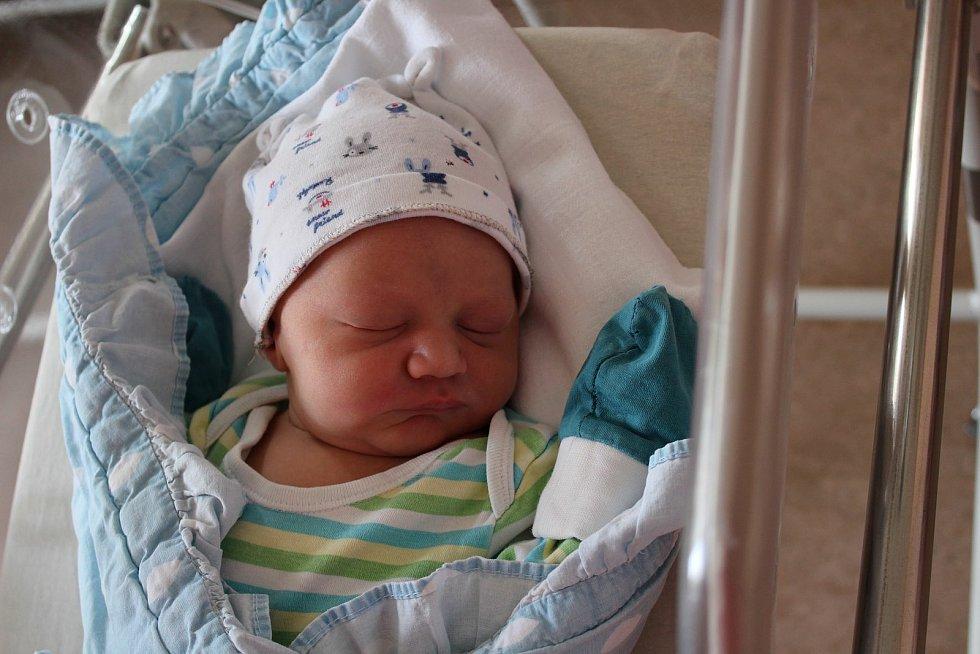 Jonáš Mejsnar (3710 g, 52 cm) se narodil 12. července 2021 v 16:00 vplzeňské FN Lochotín. Rodiče Jana a Tomáš ze Stráže u Tachova přivítali očekávaného syna společně. Doma se na brášku těšil Tadeáš (5).