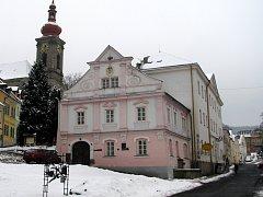 Radnice v Bečově nad Teplou.