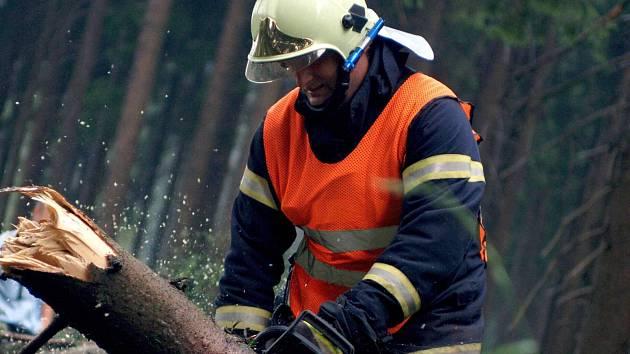 Pracovat i o svátcích, to je běžné například pro hasiče.