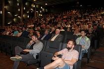 V havířově se v úterý konala první předpremiéra filmu Davida Ondříčka Dukla 61. Zúčastnili se jí nejen režisér, ale také někteří herci, producent, scénáristé a členové štábu.