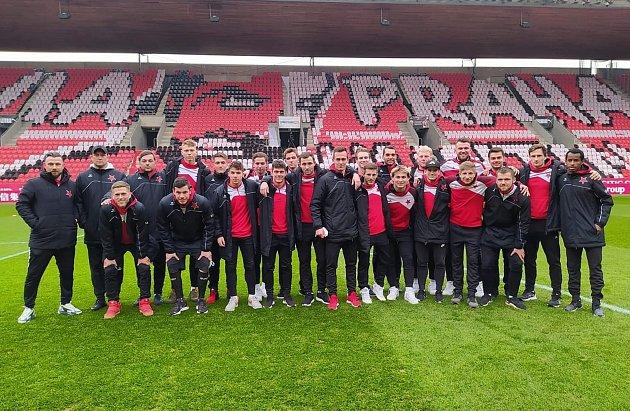 Karlovarská Slavia skončila vosmifinále MOL Cupu, když podlehla pražské Slavii 3:10.