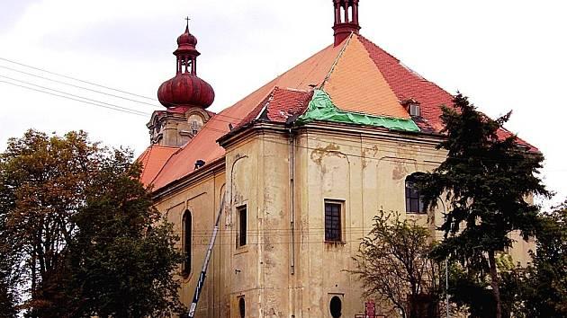 Kostel Svaté Anny v Sedleci byl dlouhá léta chloubou obce. Během času však zchátral.