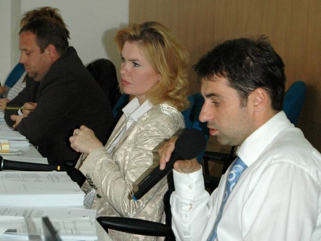 Nečekaný obrat. Náměstek Tomáš Hybner (na snímku s primátorkou Veronikou Vlkovou) byl ještě před několika měsíci zarytým odpůrcem převodu Lázní I na kraj. Nyní je vše jinak. Proč?