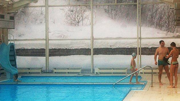 Bazén v Potůčkách stále nemá vyhráno.