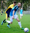 Hroznětín (v modrém) si připsal o víkendu na konto pohodovou výhru 6:2 nad týmem Lokte (v žlutomodrém).