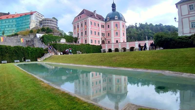 Zámek Bečov se nachází ve městě Bečov nad Teplou v Karlovarském kraji.