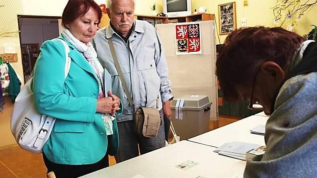 Volby zajímají lidi všech věkových skupiny. Od mladých až po seniory.