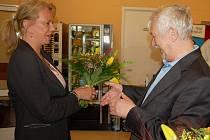 Krajský náměstek Václav Larva přišel také poblahopřát k 30. výročí a k otevření nového oddělení.