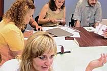 Představitelé vítězných neziskových organizací jednali s designéry.