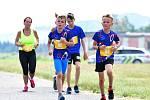 Velkou premiéru si odbylo během víkendu letiště v Karlových Varech, když turisty vystřídali běžci, kteří se poprvé v historii letiště mohli proběhnout po letištní dráze.