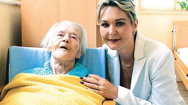 Sabina Fialková se věnuje starým a zdravotně postiženým klientům. Oázu klidu založila v září roku 2004.