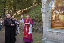 Nejdeckou křížovou cestu vysvětil plzeňský biskup František Radkovský.