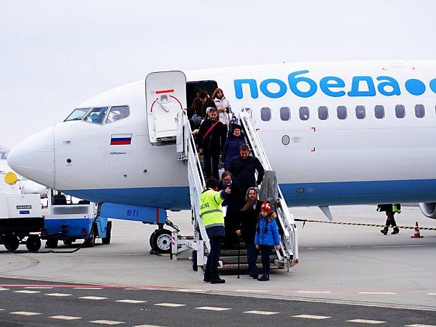 Přistání prvního letu aerolinek Pobeda v Karlových Varech.
