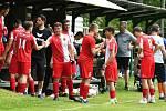 Další cennou výhru si připsala v rámci tréninkového utkání na svůj účet třetiligové karlovarská Slavia, která uspěla v okresním derby, ve kterém porazila divizní Hvězdu Cheb 2:0, když se o branky sešívaných podělili Jaroslav Červený a Ludvík Tůma.