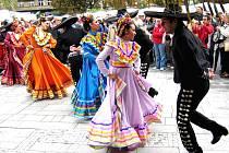 Na folklorním festivalu se předvedl mexický taneční a hudební soubor.