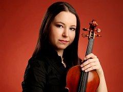 Talentovaná karlovarská houslistka Dominika Chrastilová.