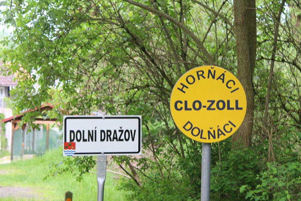 Pozor, hranice! Dolní Dražov je od toho Horního oddělen. I v tomto případě jde o trochu recese.